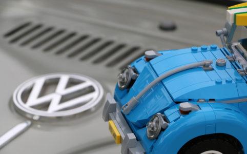 lego-creator-expert-volkswagen-beetle-vw-kaefer-10252-logo-original-emblem-2016-zusammengebaut-andres-lehmann zusammengebaut.com