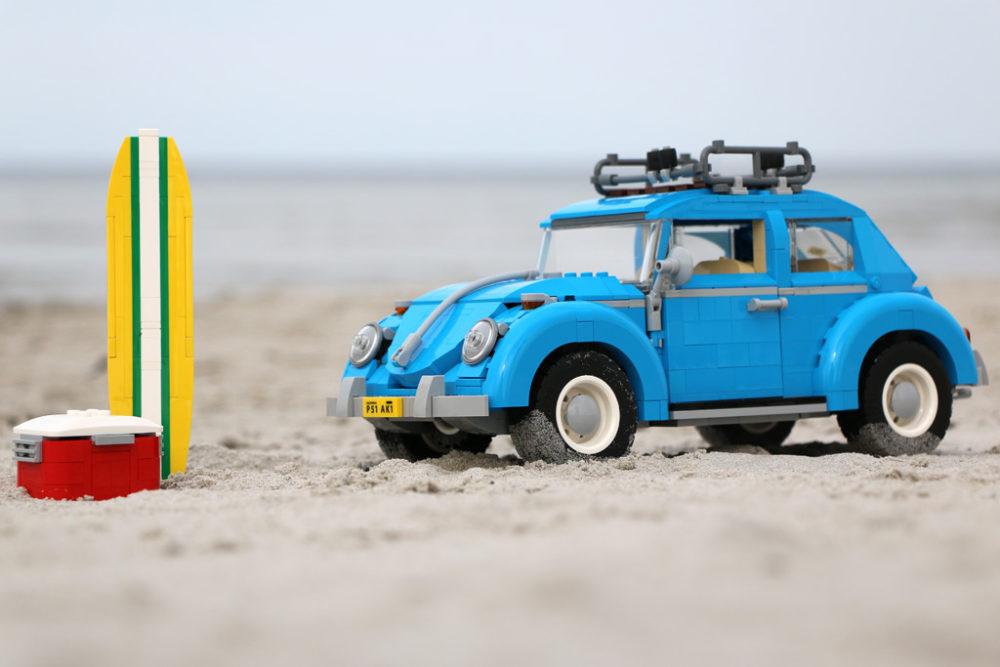 lego-creator-expert-volkswagen-beetle-vw-kaefer-10252-surfbrett-2016-zusammengebaut-andres-lehmann zusammengebaut.com