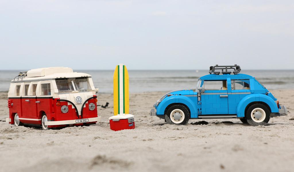 LEGO Creator Expert Volkswagen Beetle (10252) und Volkswagen T1 Campingbus (10220) im Zusammenspiel | © Andres Lehmann / zusammengebaut.com