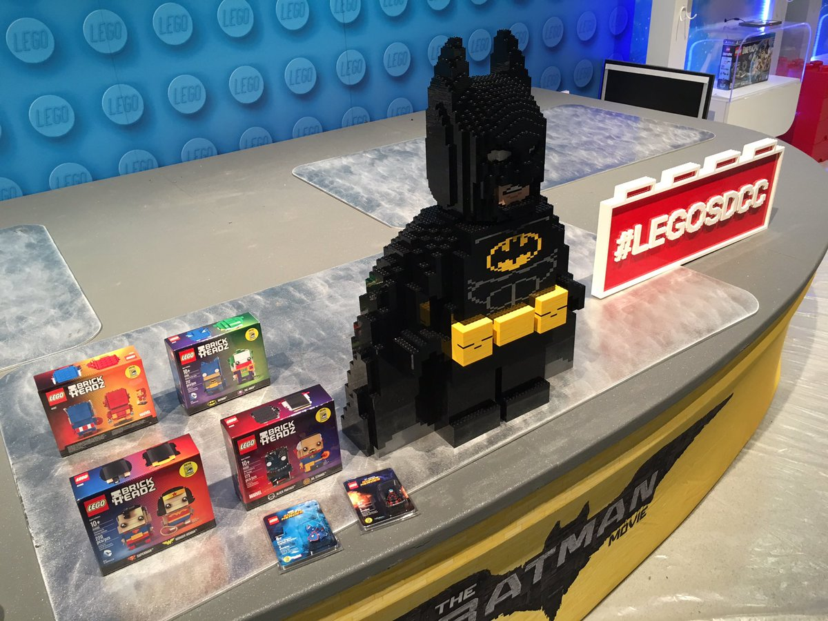 Batman bewacht die neuen LEGO BrickHeadz Sets | © Christopher Butcher / comicsalliance.com