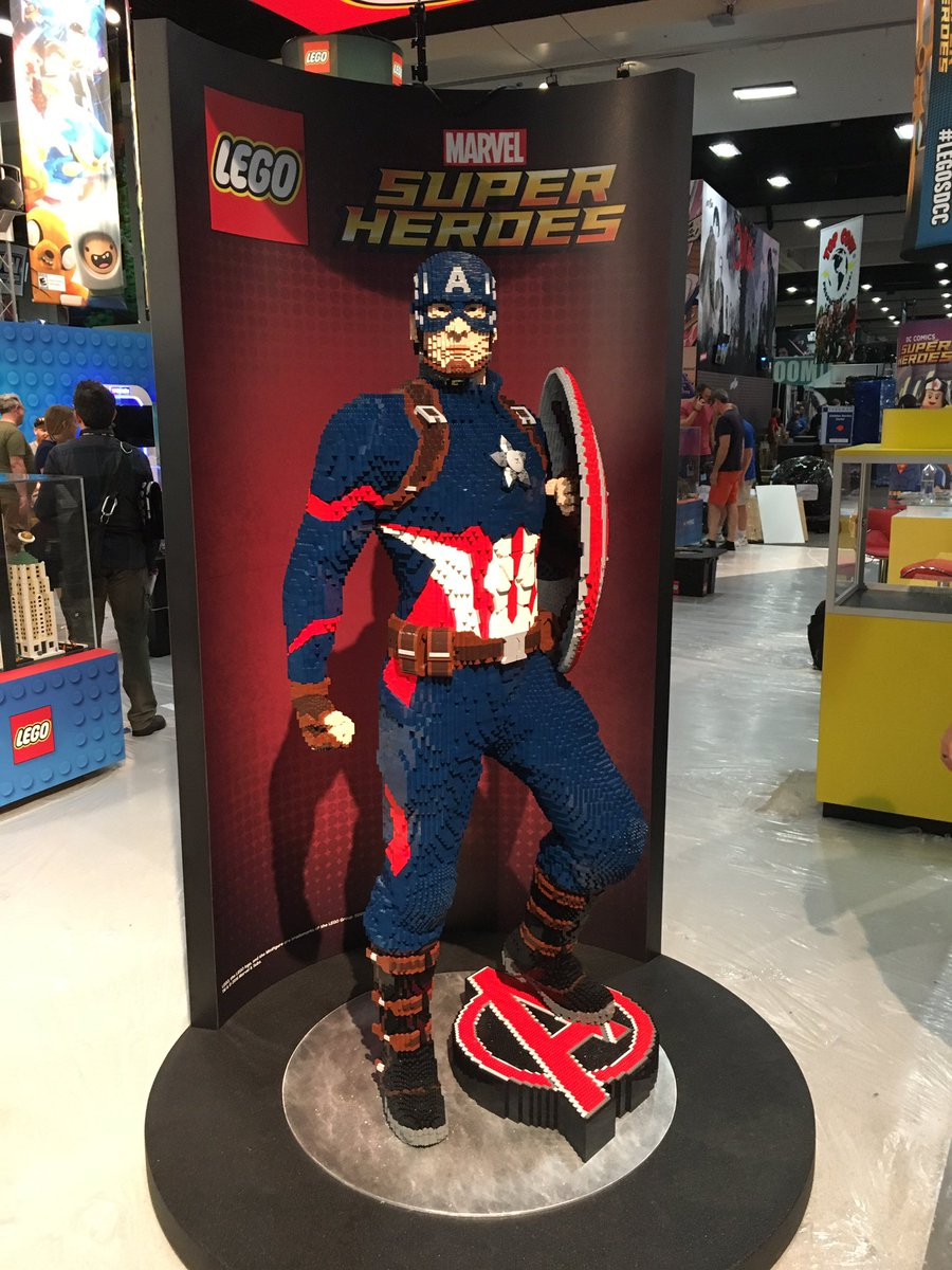 Captain America in da house!   © Christopher Butcher / comicsalliance.com