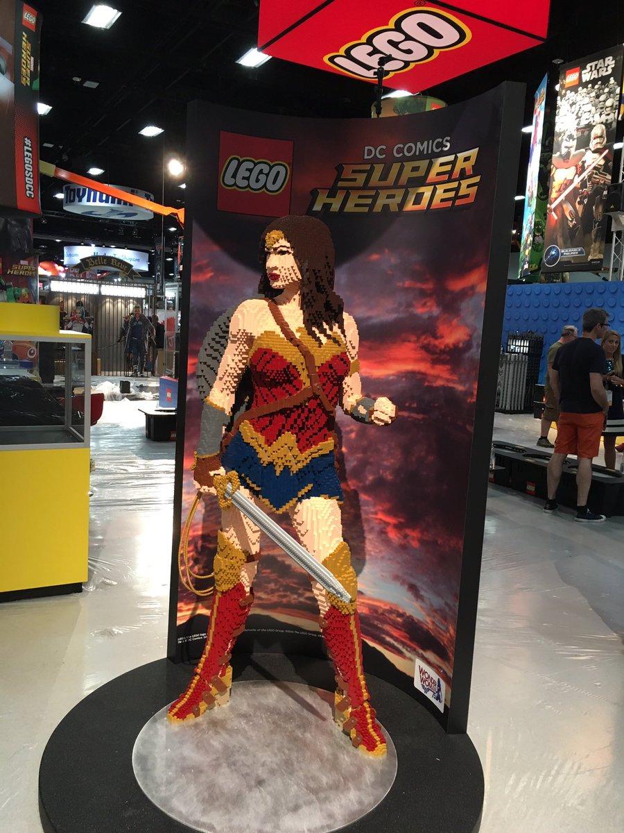 Und Wonder Woman darf nicht fehlen! | © Christopher Butcher / comicsalliance.com