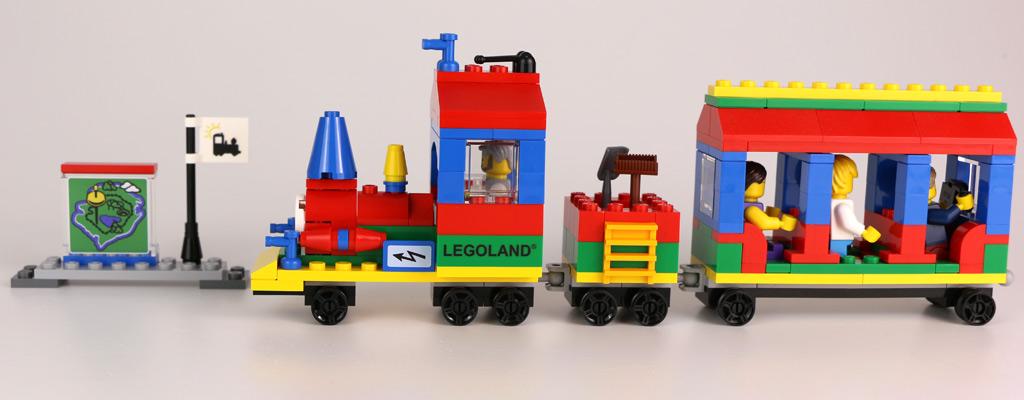 Zug mit Aufdrucken | © Andres Lehmann / zusammengebaut.com