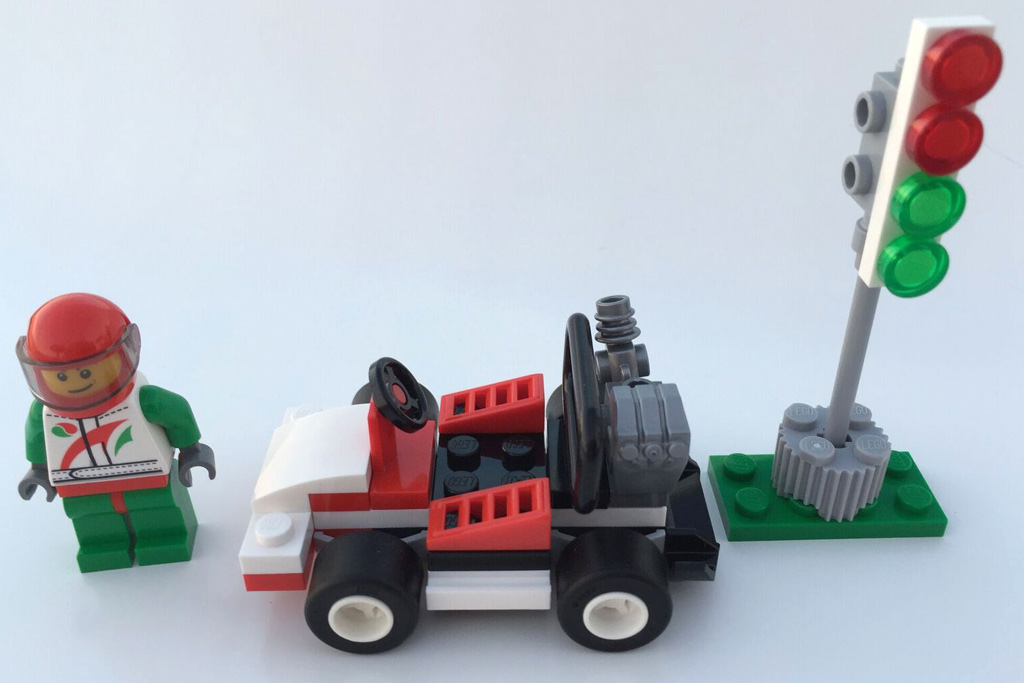Fahrer, Go-Kart und Ampel   © Andres Lehmann / zusammengebaut.com