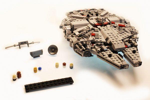 "LEGO Ideas ""The Millennium Falcon Display Model""   © Ostler_Ideas / LEGO Ideas"