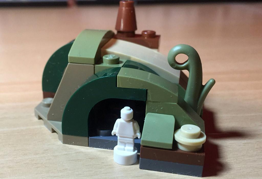 Die Mini-Minifigur ist nicht dabei, passt aber perfekt. | © Matthias Kuhnt / zusammengebaut.com
