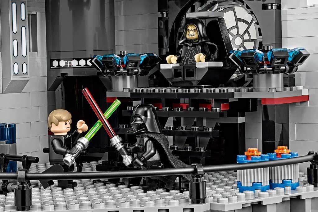 Die Lichtschwerter werden gekreuzt: Diese Szene dürfte nicht unbekannt sein. | © LEGO Group