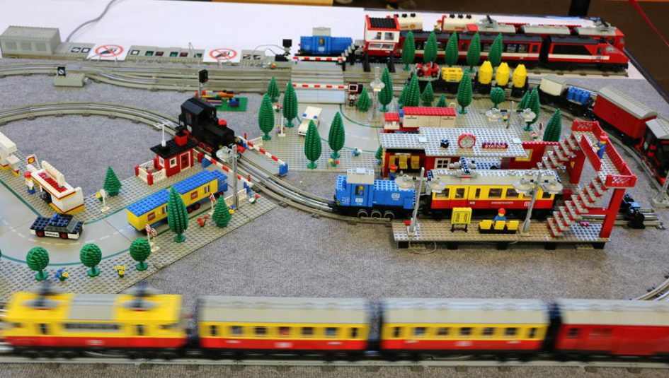 rc toy trains with Lego 12v Eisenbahn Layout Auf Der Stein Hanse 2016 14189 on Bell Boeing V 22 Osprey further Watch additionally Build R2 D2 further Jurassic World Park Minifigures Lot Of 8 Dinosaurs Indominus Rex Fit With Lego Q as well Build Your Own Robi.