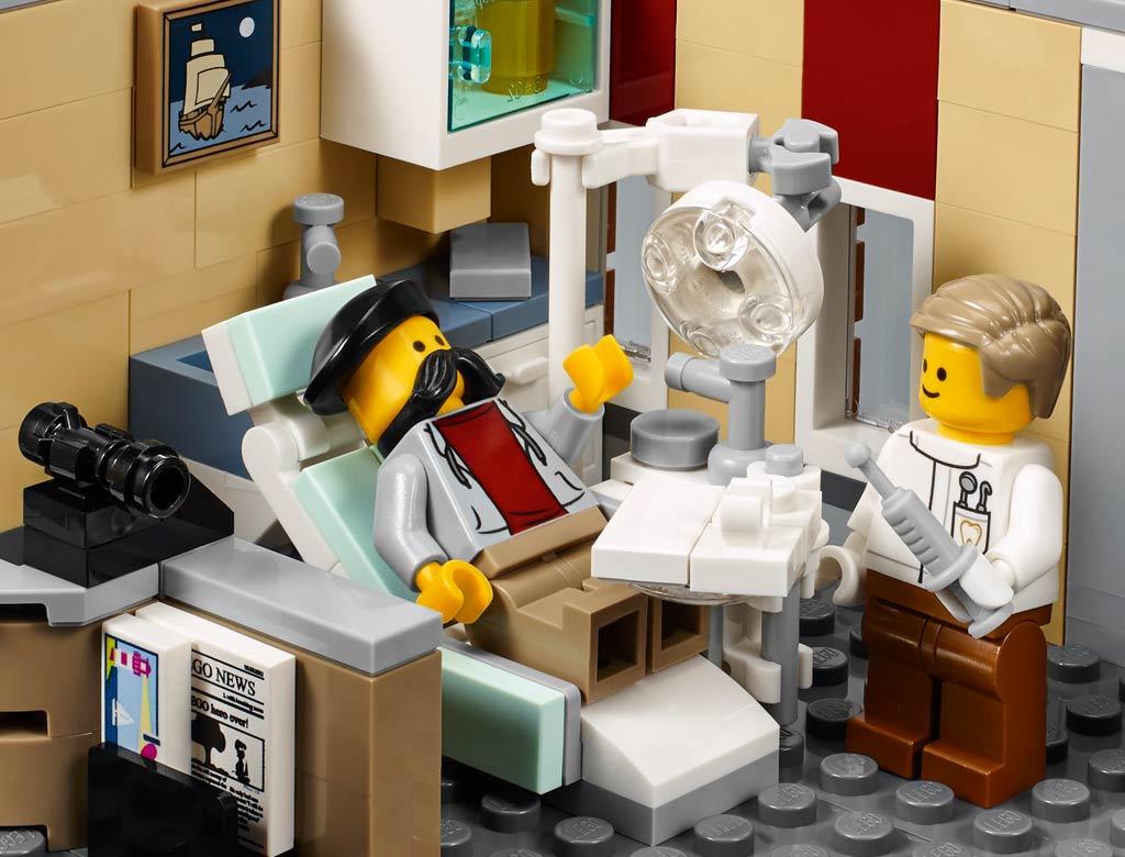 Ein Besuch beim Zahnarzt... | © LEGO Group