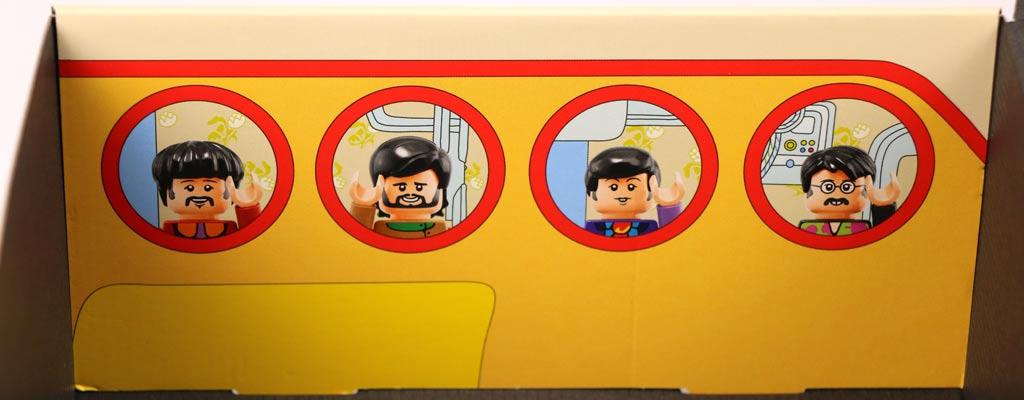 Innenseite mit den vier Minifiguren | © Andres Lehmann / zusammengebaut.com