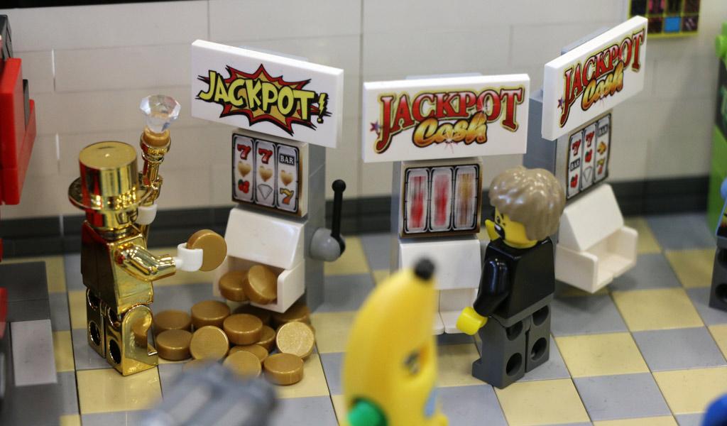 LEGO Arcade Spielhalle von Lars Köhler: Viele individuell bedruckte Steine | © Andres Lehmann / zusammengebaut.com
