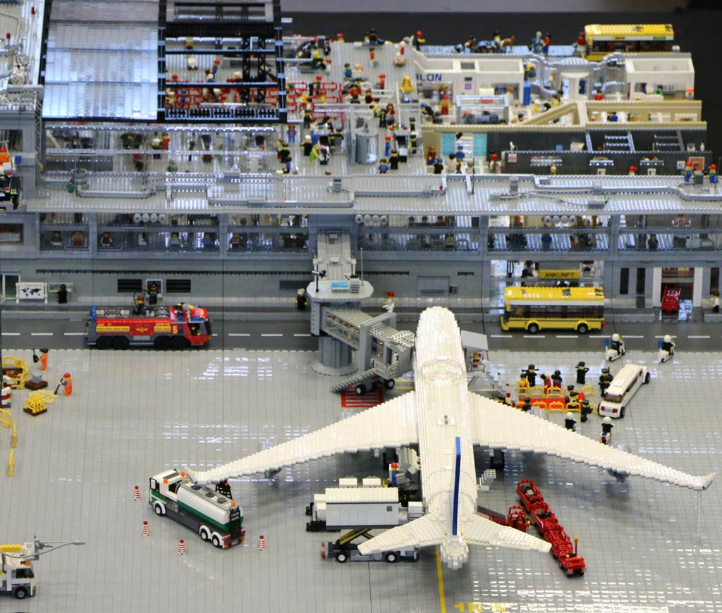 Lego Moc Flughafen Hamburg Mit Boeing 747 Zusammengebaut