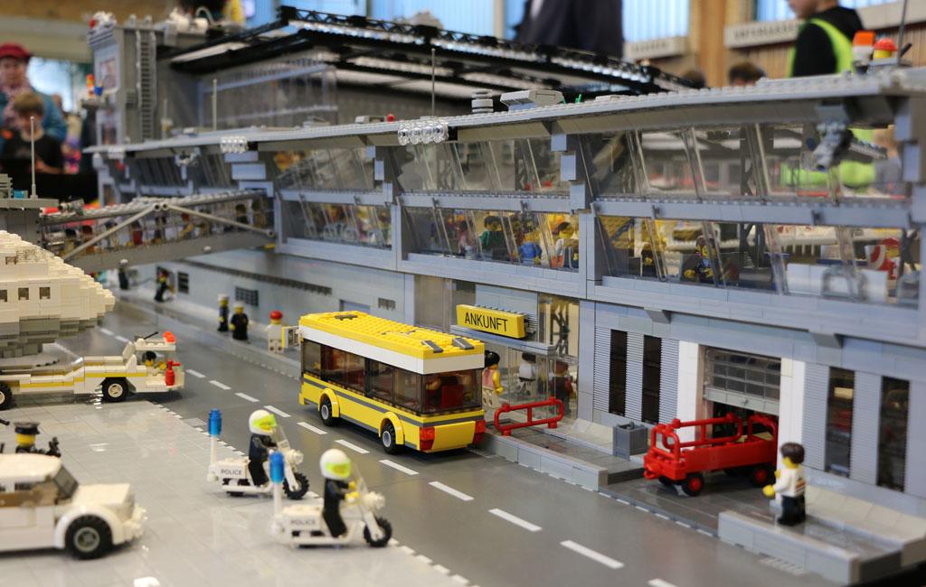 Steiniger Flughafen Hamburg von Christian und Malte Burmester | © Andres Lehmann / zusammengebaut.com