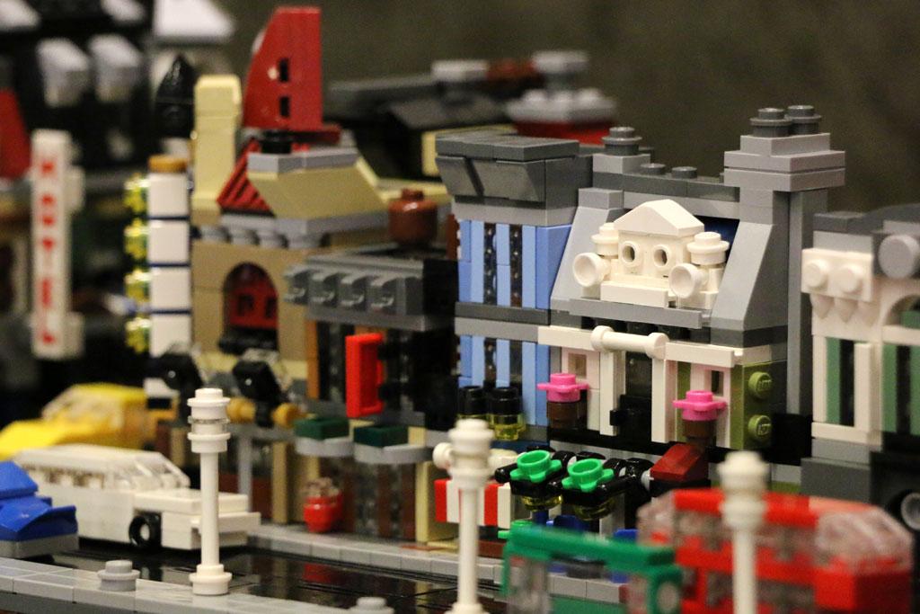 Detektivbüro und das Pariser Restaurant | © Andres Lehmann / zusammengebaut.com