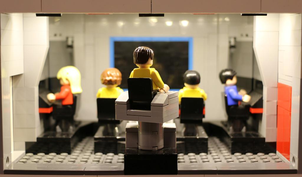 Captain Kirk auf der Brücke der Enterprise | © Andres Lehmann / zusammengebaut.com