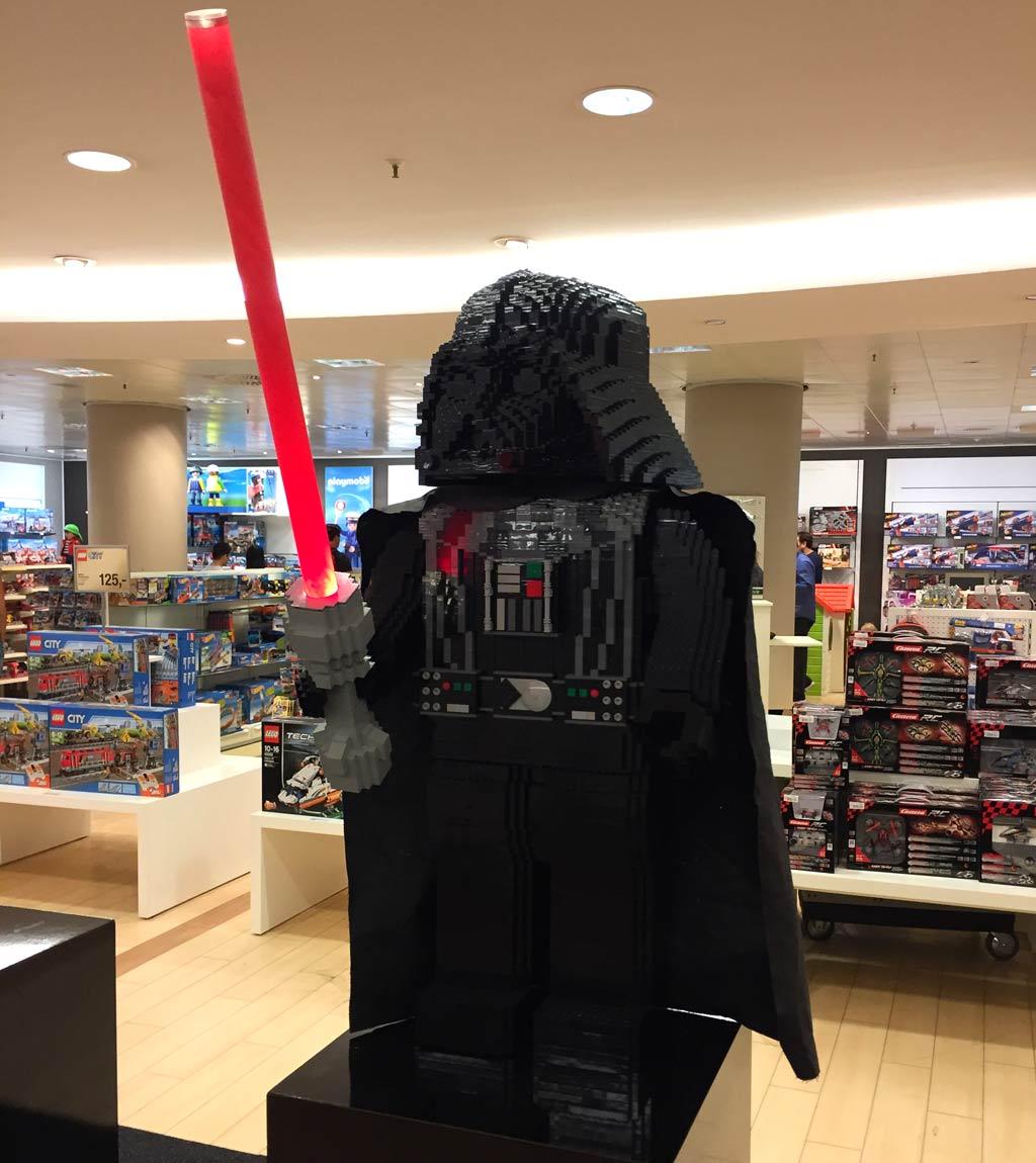 LEGO Darth Vader: XXL-Nachbau der Minifigur | © Michael Kopp