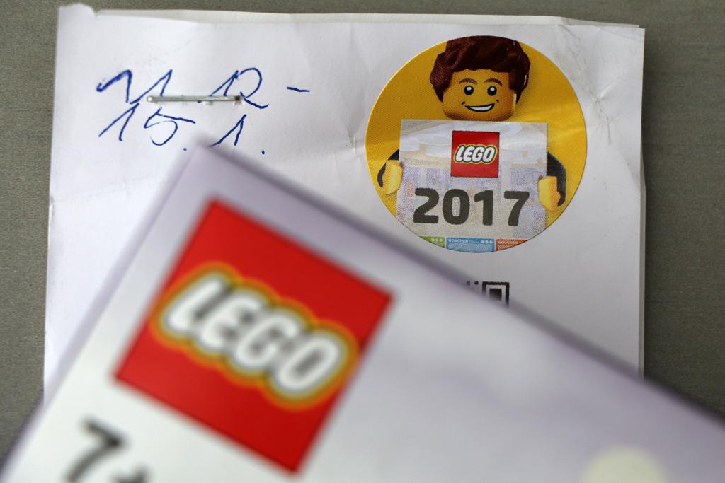 Der LEGO Wandkalender 2017 kündigt sich auf dem Kassenbon an. | © Andres Lehmann / zusammengebaut.com