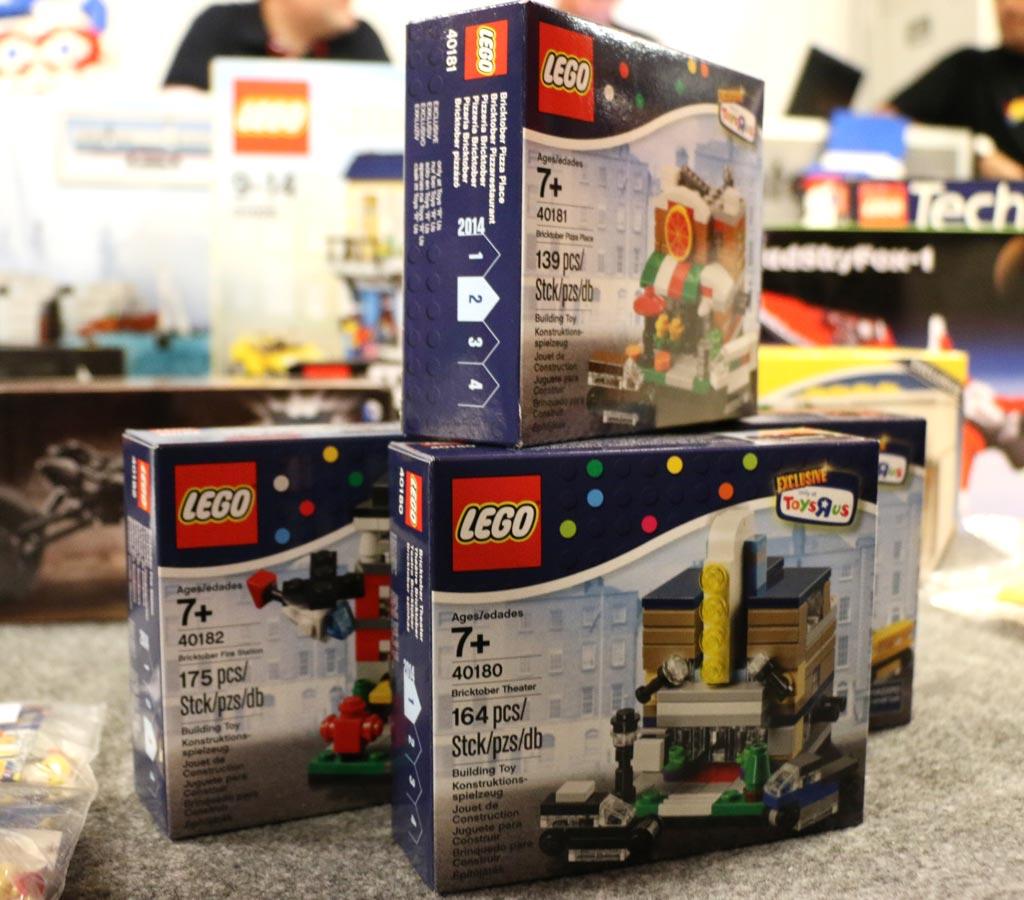 ToysRUs Bricktober Sets aus dem Jahre 2014: Gab es leider nicht hierzulande... | © Andres Lehmann / zusammengebaut.com