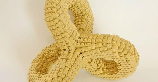 """Lego-Skulptur """"Unendlich"""" von Brixe63"""