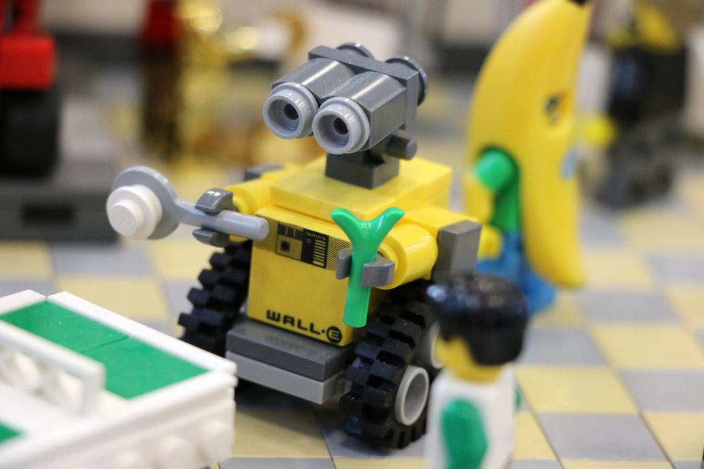 Eine Partie Tischtennis mit Wall-E | © Andres Lehmann / zusammengebaut.com