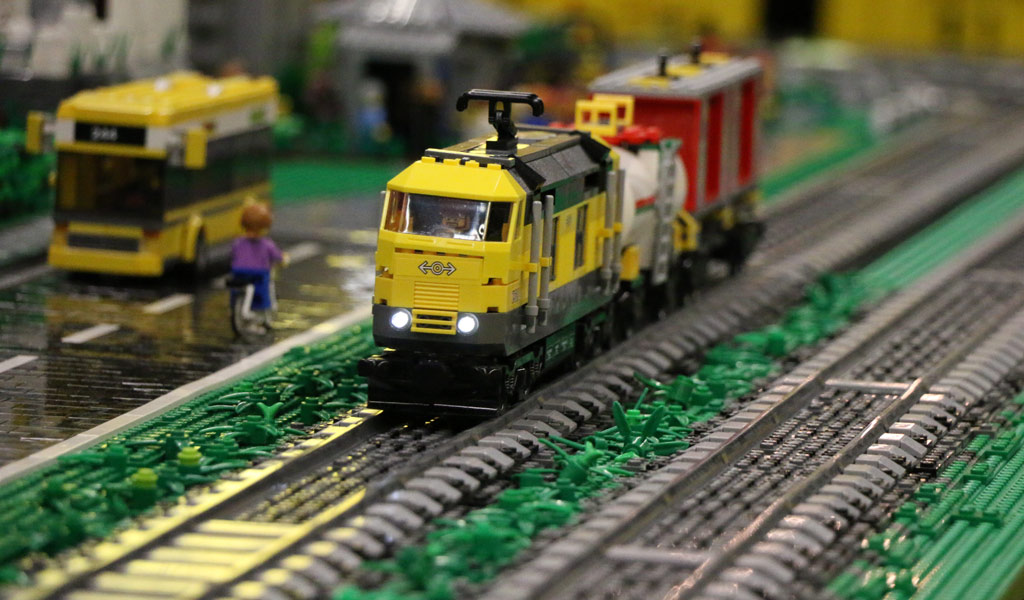 LEGO Modellbaufans Rheinland e. V.: Da ist Zug dahinter! | © Andres Lehmann / zusammengebaut.com