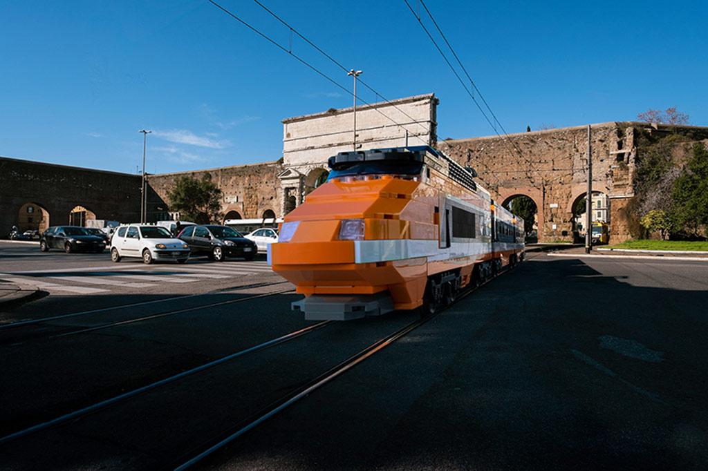 LEGO Horizon Express unterwegs im sonnigen Rom! | © Domenico Franco
