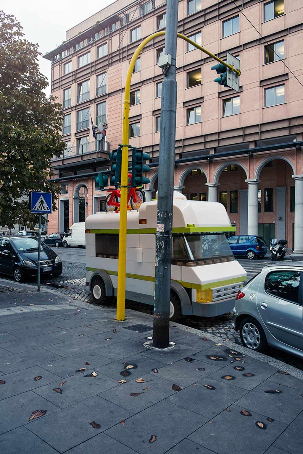 Da parkt ja ein... LEGO Wohnmobil! | © Domenico Franco