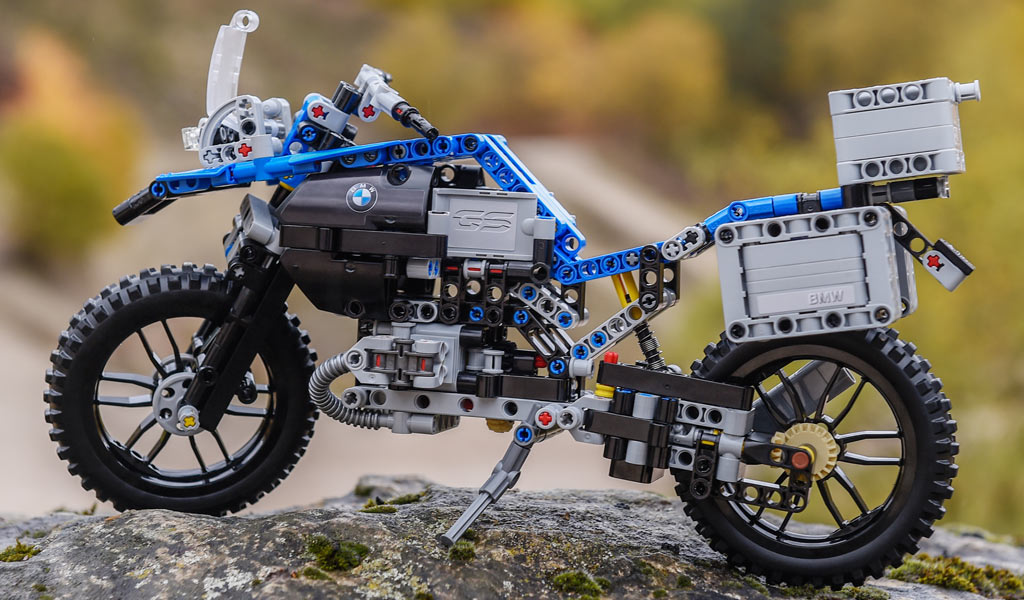 Moto | © LEGO Group / BMW