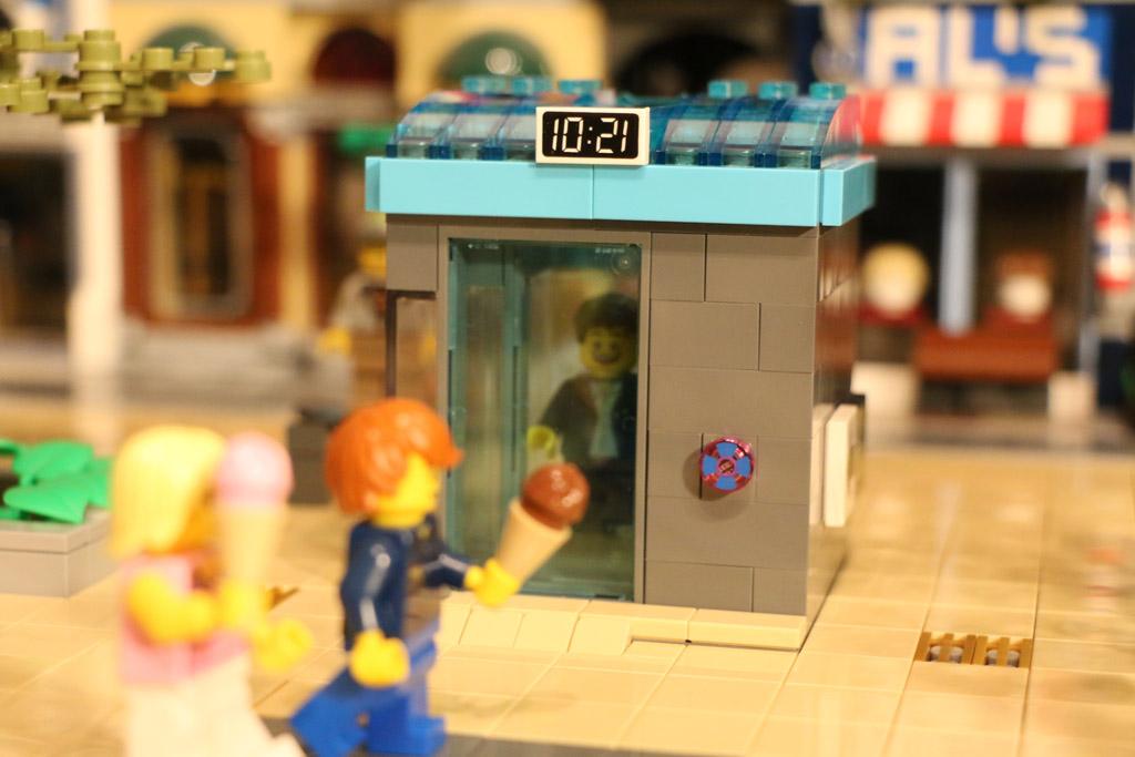 Mit dem Fahrstuhl hinunter in die Tiefgarage | © Andres Lehmann / zusammengebaut.com