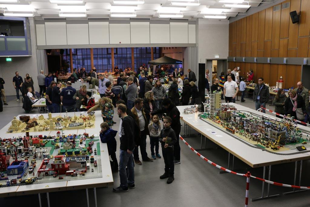 Viele LEGO-Freunde schauten bereits am ersten Tag vorbei, heute folgt der zweite Tag. | © Michael Kopp / zusammengebaut.com