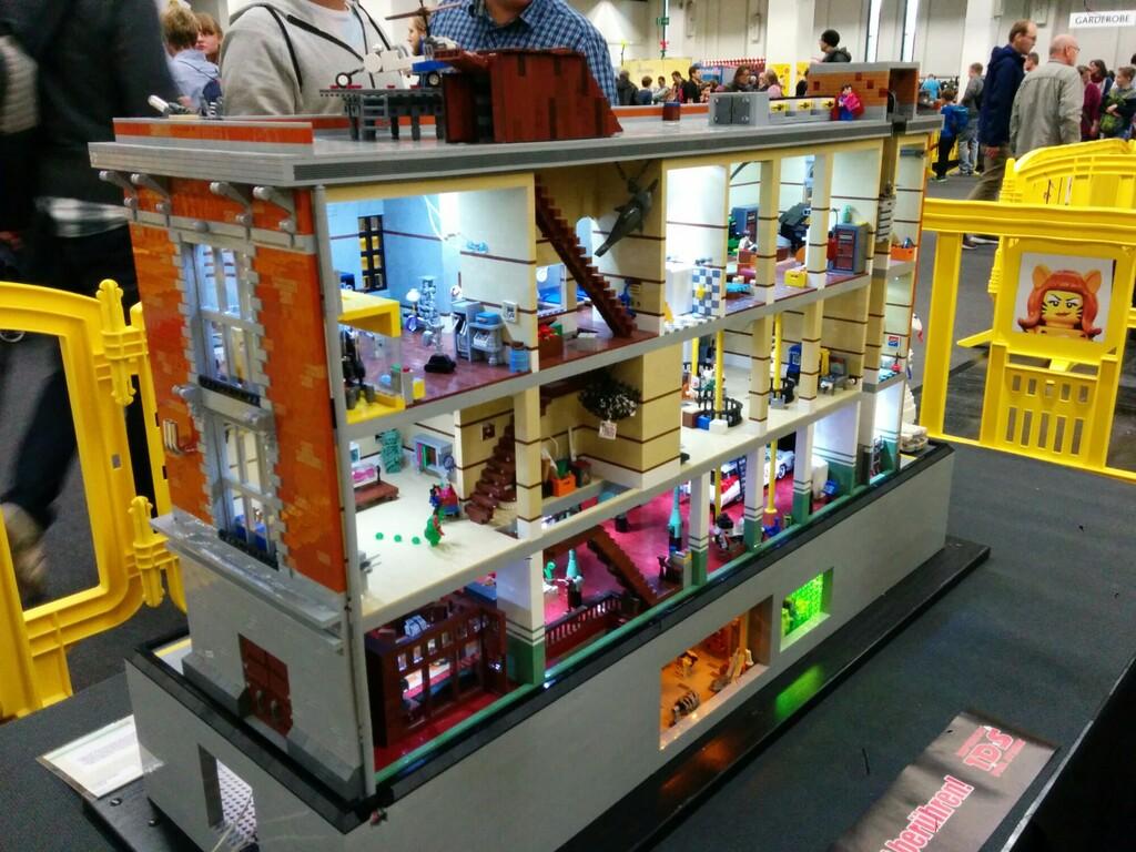 LEGO MOC: Ghostbusters Headquarter von Oliver Klabuhn | © Andres Lehmann / zusammengebaut.com