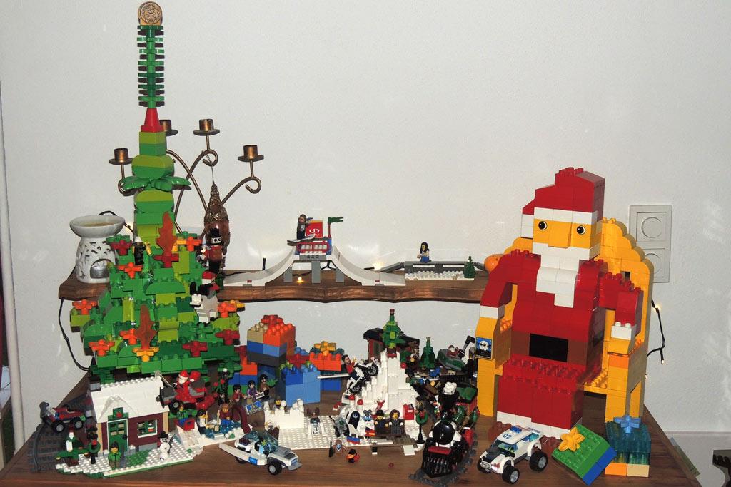 Der Weihnachtsmann aus Duplo-Steinen | © Tani Wolf