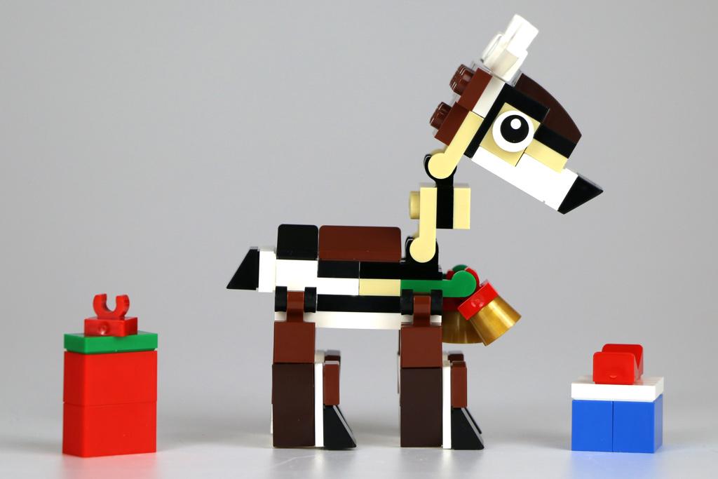 Rentier und Geschenke   © Andres Lehmann / zusammengebaut.com