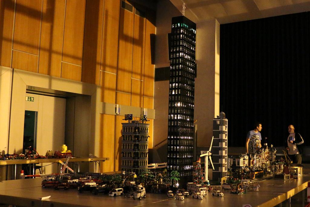 NYC und Ukonio City bei Nacht | © Andres Lehmann / zusammengebaut.com