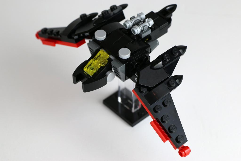 The LEGO Batman Movie: Der Mini Batwing 30524 Polybag (Ständer nicht enthalten) | © Andres Lehmann / zusammengebaut.com