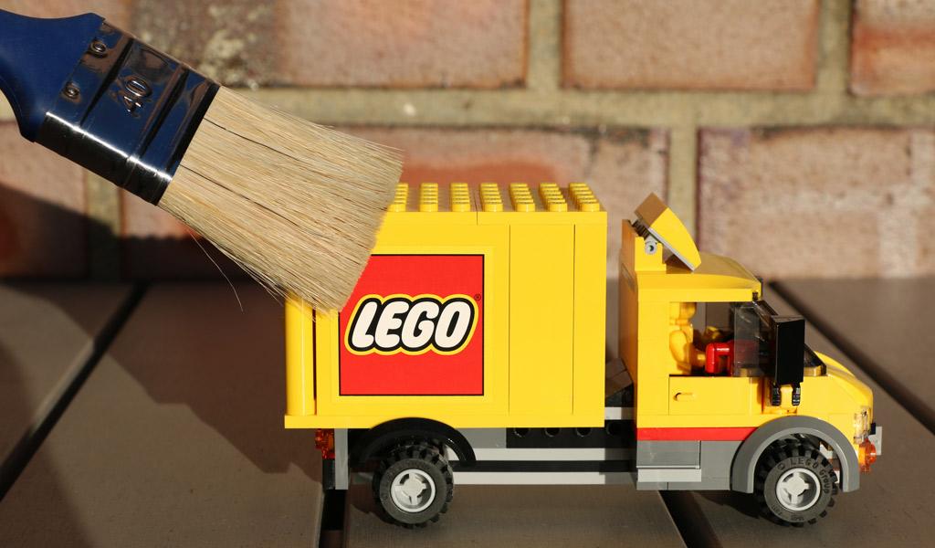 LEGO reinige ich am liebsten draußen. | © Andres Lehmann / zusammengebaut.com