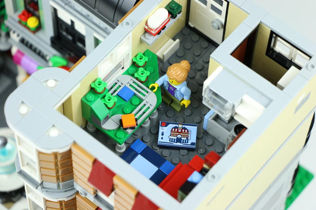 lego creator expert stadtleben 10255 im review zusammengebaut. Black Bedroom Furniture Sets. Home Design Ideas