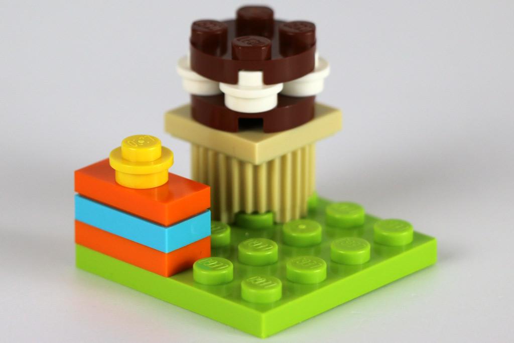 Geschenk und Kuchen | © Andres Lehmann / zusammengebaut.com