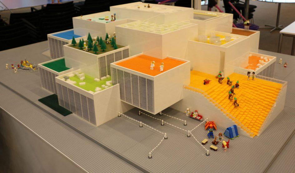 lego house kleines modell der gro e hingucker zusammengebaut. Black Bedroom Furniture Sets. Home Design Ideas
