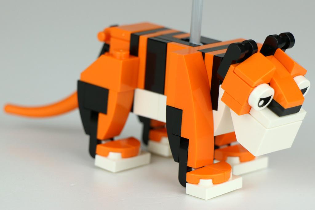lego-creator-expert-karussell-10257-tiger-nah-2017-zusammengebaut-andres-lehmann zusammengebaut.com