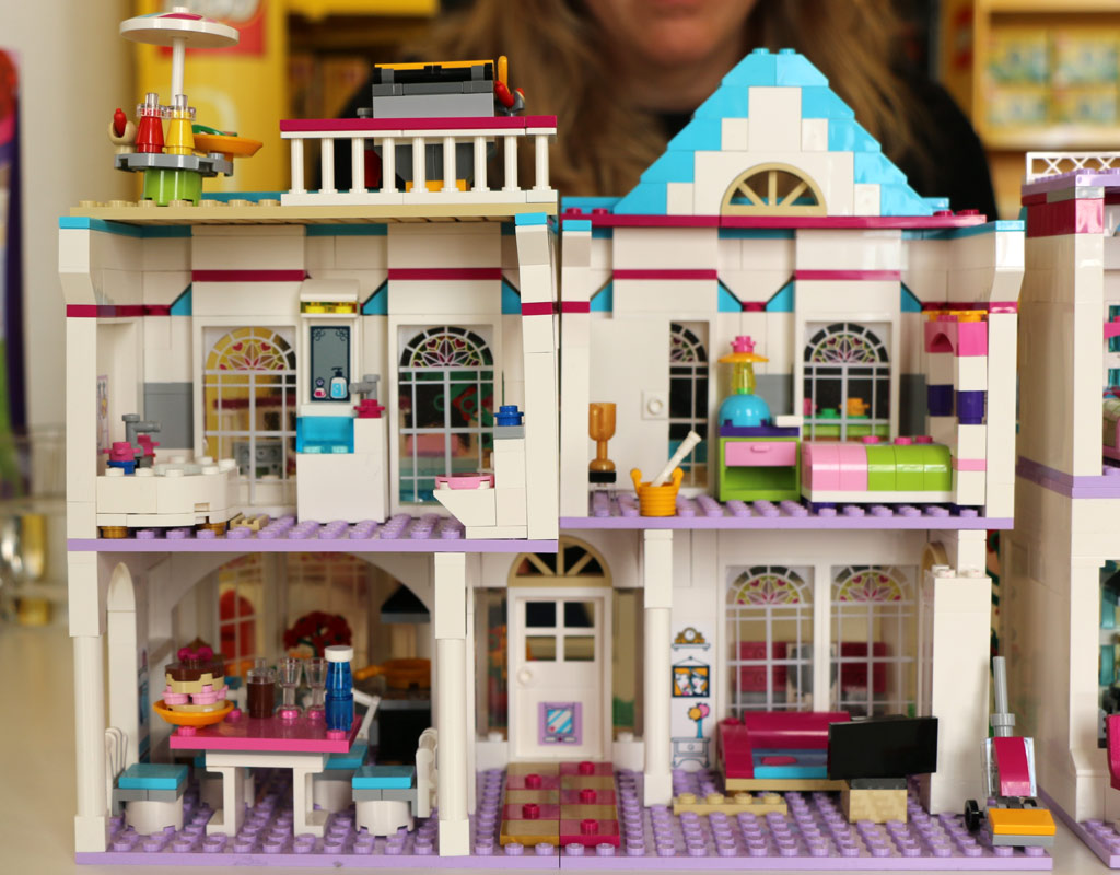 Jan 27, · Shopping at Toys R Us Dubai Subscribe pls: samp-cross.ml Our Facebook page: samp-cross.ml Our America Summer Trip.