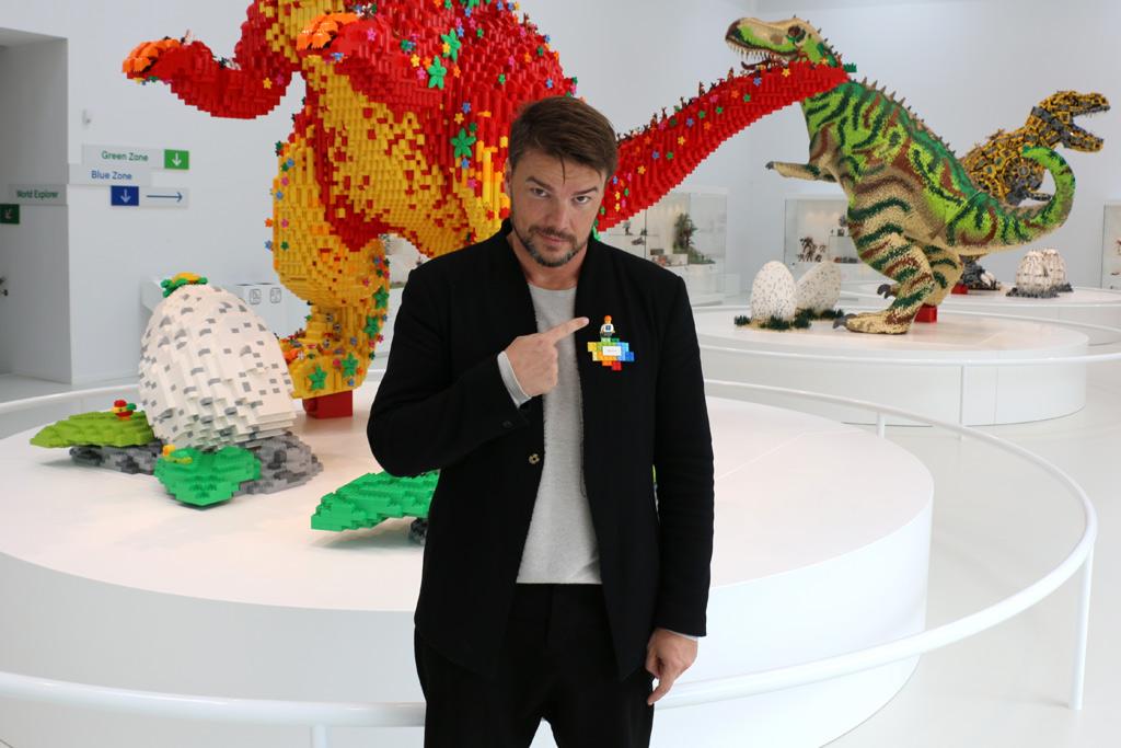 bjarke-ingels-lego-house-dinosaur-opening-billund-2017-zusammengebaut-andres-lehmann zusammengebaut.com
