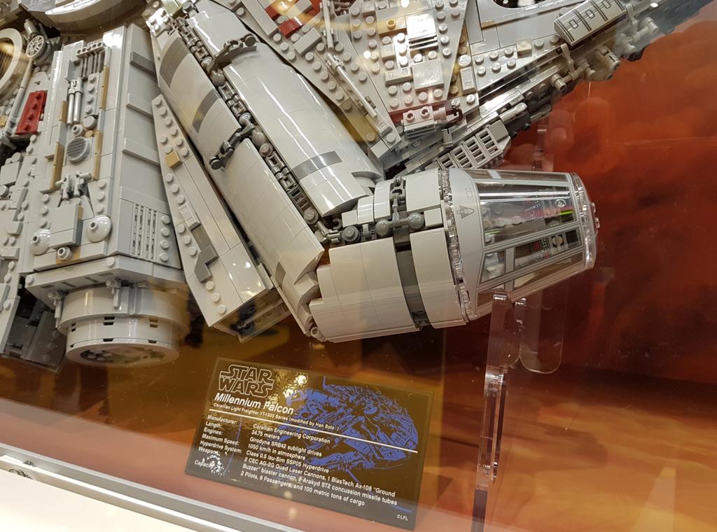 lego star wars ucs millennium falcon 75192 im lego store hamburg zusammengebaut. Black Bedroom Furniture Sets. Home Design Ideas