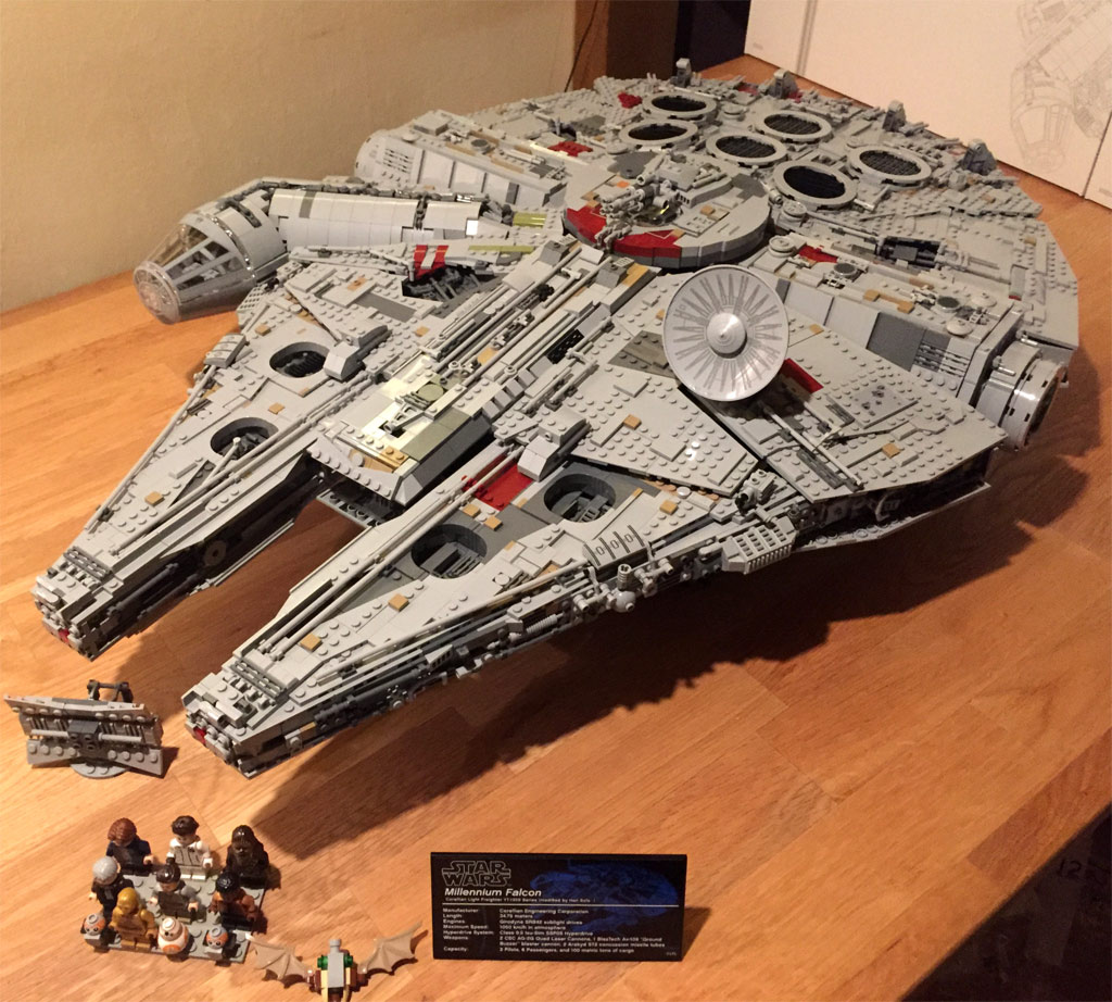 lego star wars ucs millennium falcon 75192 fertig. Black Bedroom Furniture Sets. Home Design Ideas