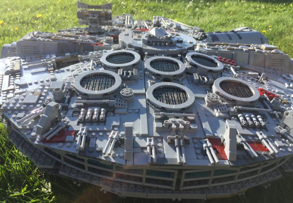 Lego Star Wars Ucs Millennium Falcon 75192 Bei Kaufhof Erhältlich