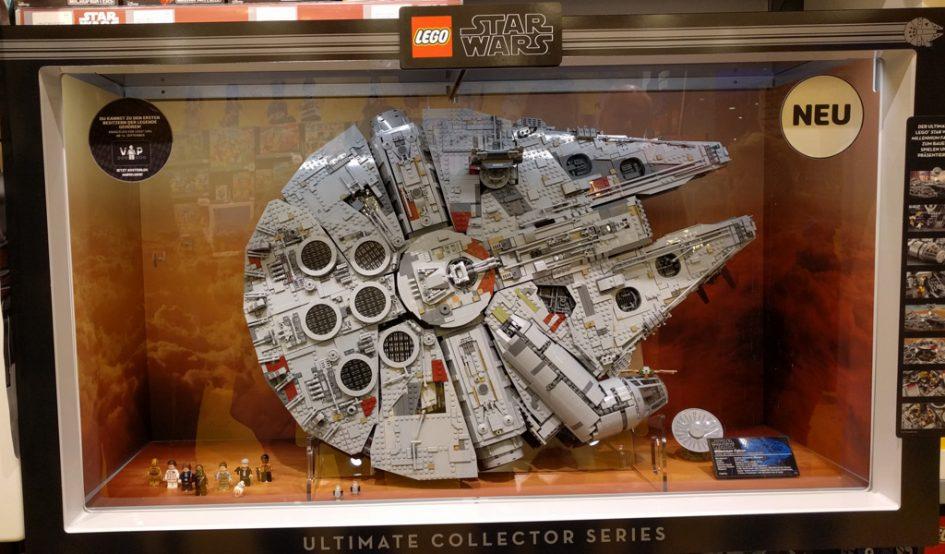 LEGO Star Wars UCS Millennium Falcon 75192: In den Store teils ...
