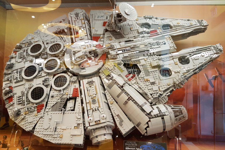 lego star wars ucs millennium falcon 75192 im lego store. Black Bedroom Furniture Sets. Home Design Ideas