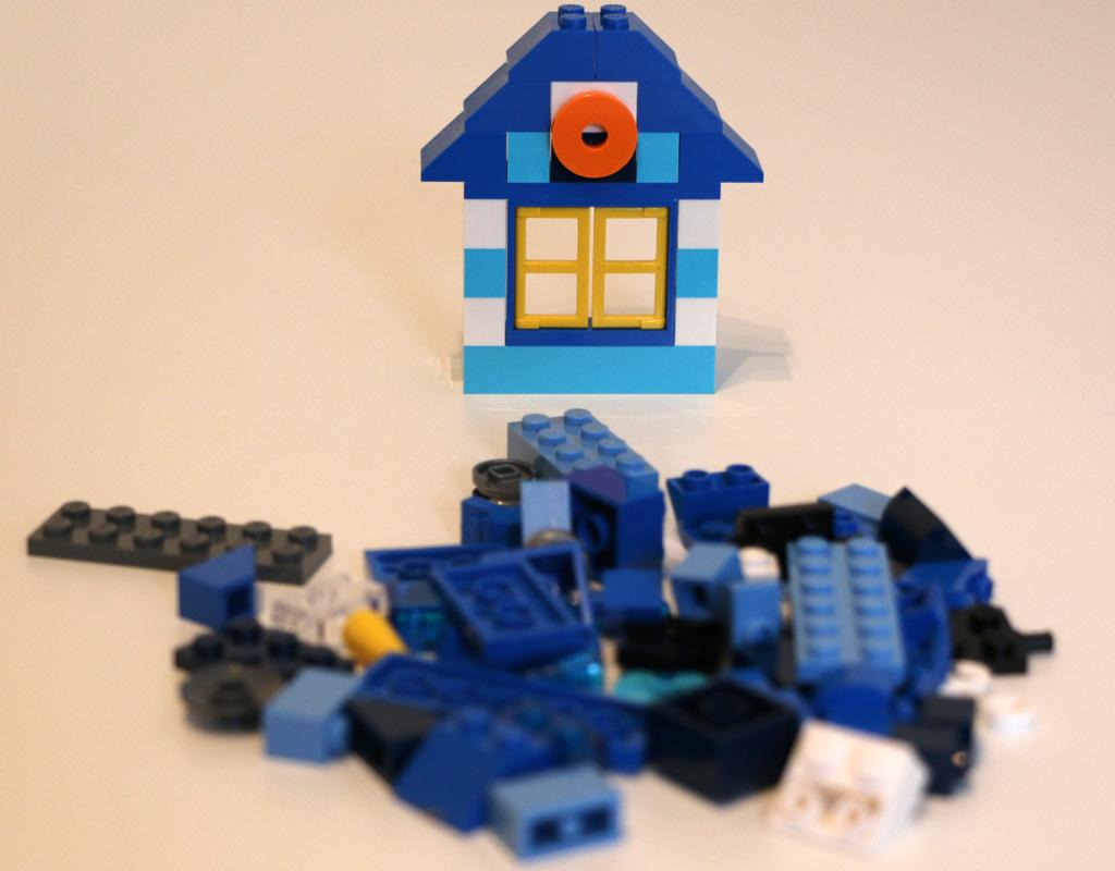 was wurde aus den lego steine boxen von einst zusammengebaut. Black Bedroom Furniture Sets. Home Design Ideas