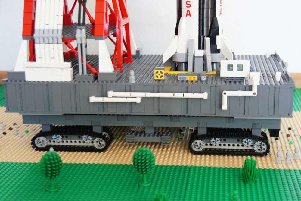 LEGO MOC: NASA Apollo Saturn V Launch Umbilical Tower | zusammengebaut
