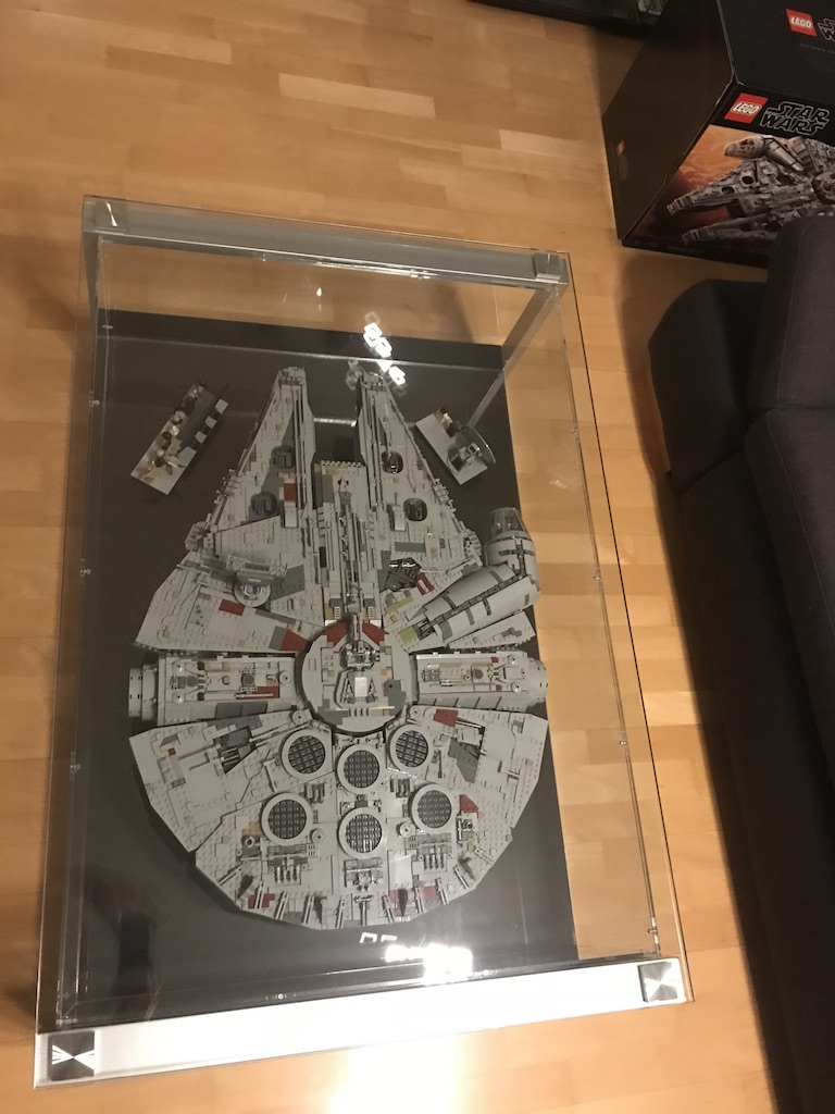 lego star wars ucs millennium falcon 75192 perfekte vitrine mit viel aufwand zusammengebaut. Black Bedroom Furniture Sets. Home Design Ideas
